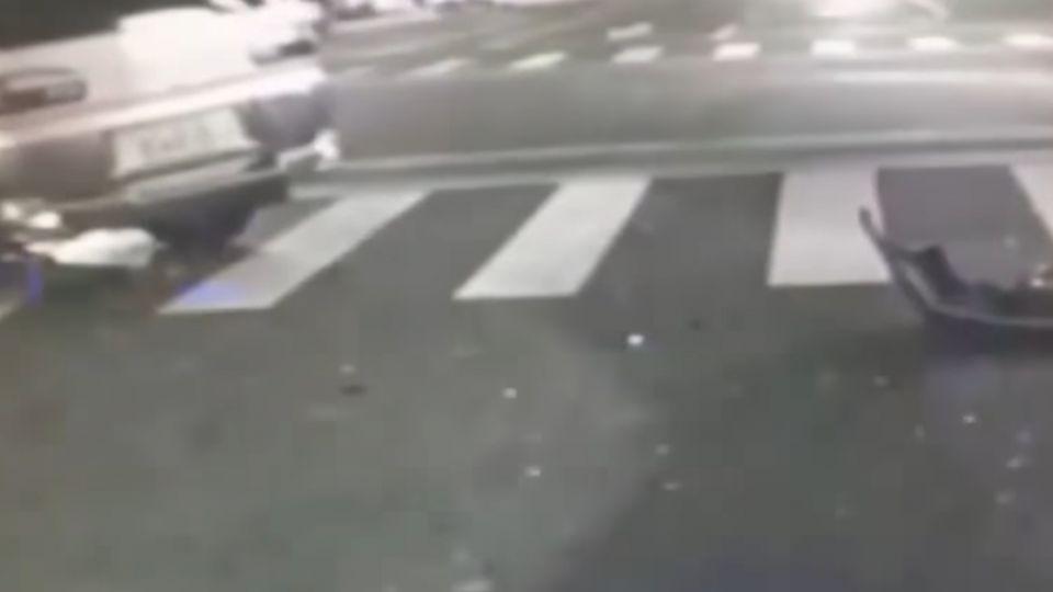 酒駕迴轉肇事 自小客車遭撞又撞運輸車