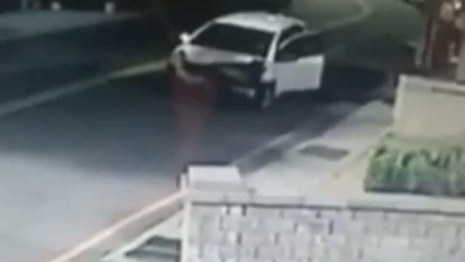 疑失控甩尾撞7車! 34歲女駕駛棄車肇逃