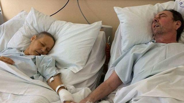 最後的合照…癌夫臨別前緊握「牽手」 病妻5天後相約天堂見