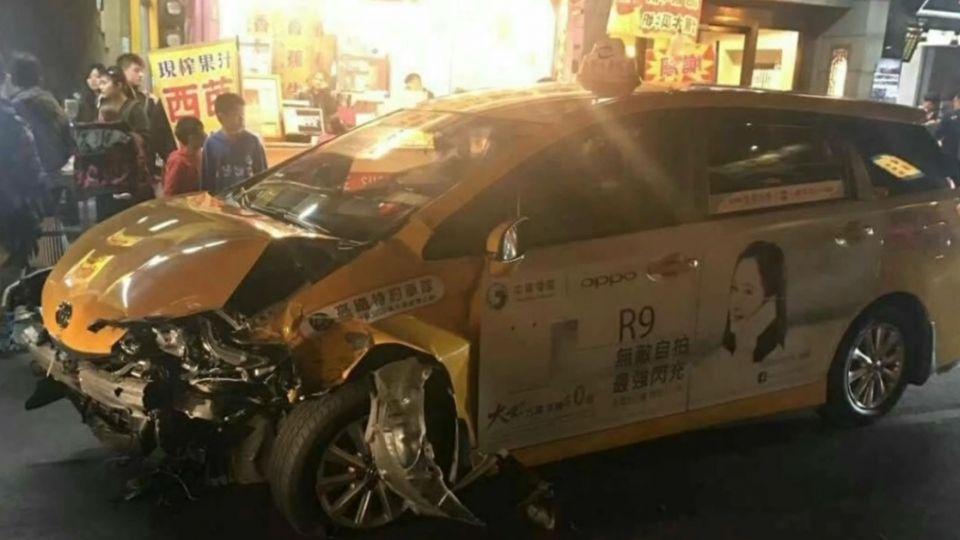 旗山老街起衝突!偷車不認錯 拿刀互嗆還撞人