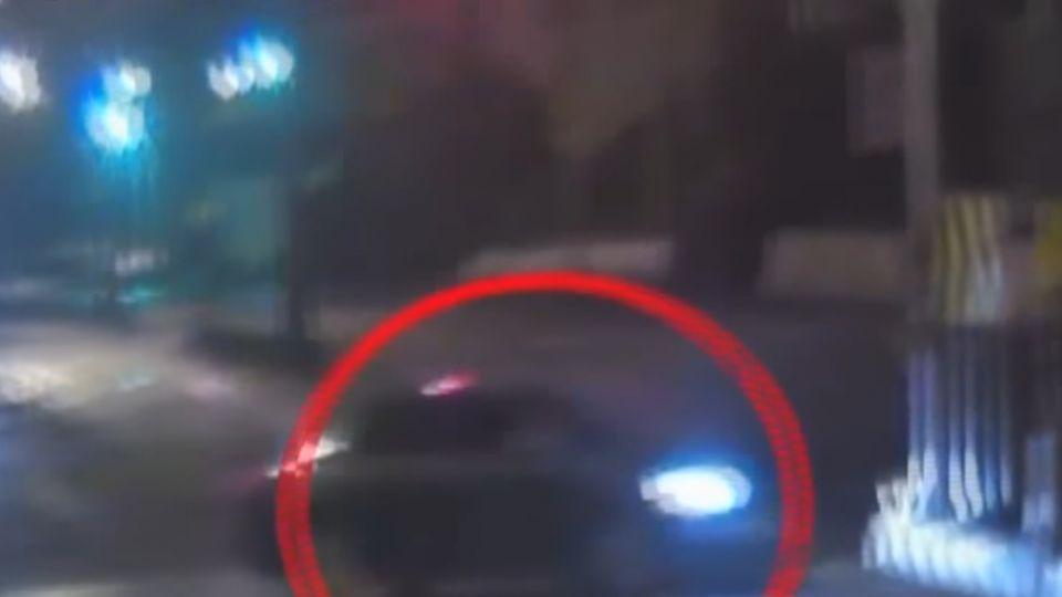 酒駕完全沒減速…號誌桿卡車頭 車毀人亡