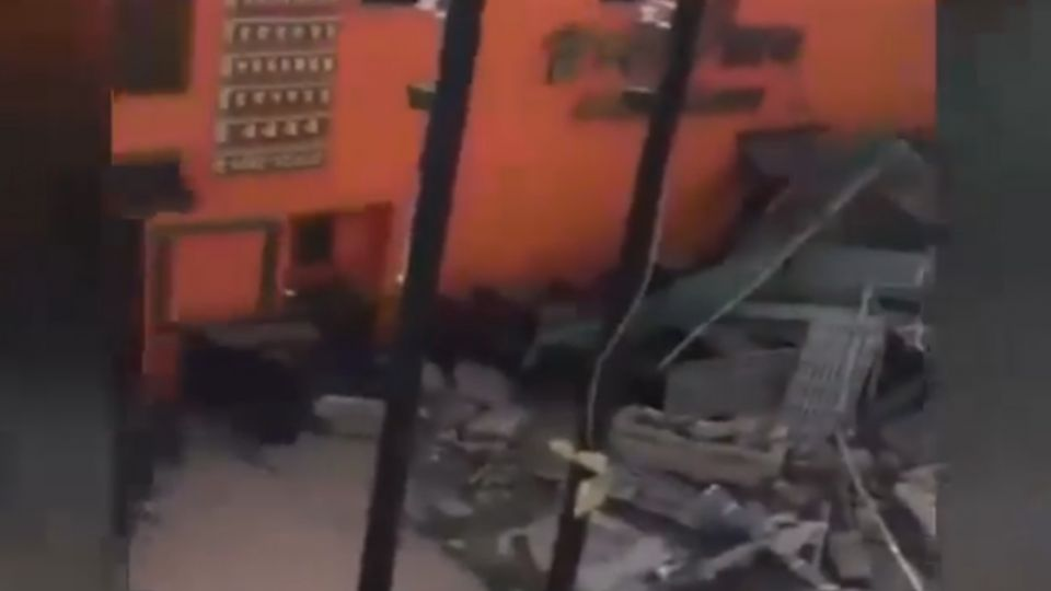2個月塌了2次 轟…施工中鷹架倒 巨響嚇壞民眾