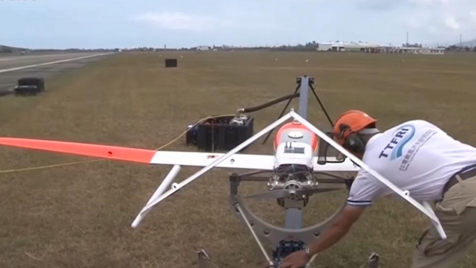 颱洪無人機挑戰飛入颱風眼 更精準預報走向