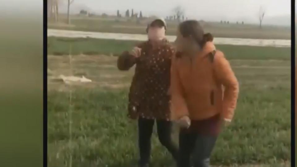 陸農村大媽打架 模樣加上配樂超爆笑