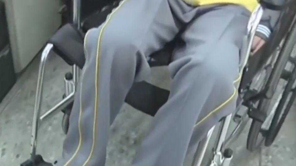 國一女騎單車未兩段式左轉 被撞飛還挨告