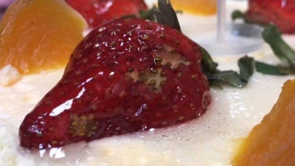 蛋糕上草莓「坑坑巴巴」能吃嗎?業者:外觀瑕疵
