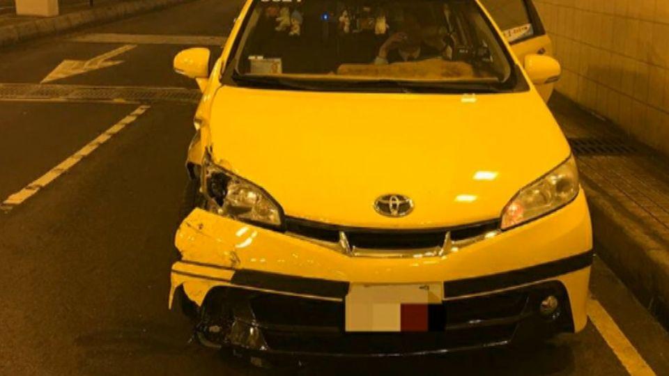 「我要開車」醉女硬拉方向盤 害計程車連撞7機車