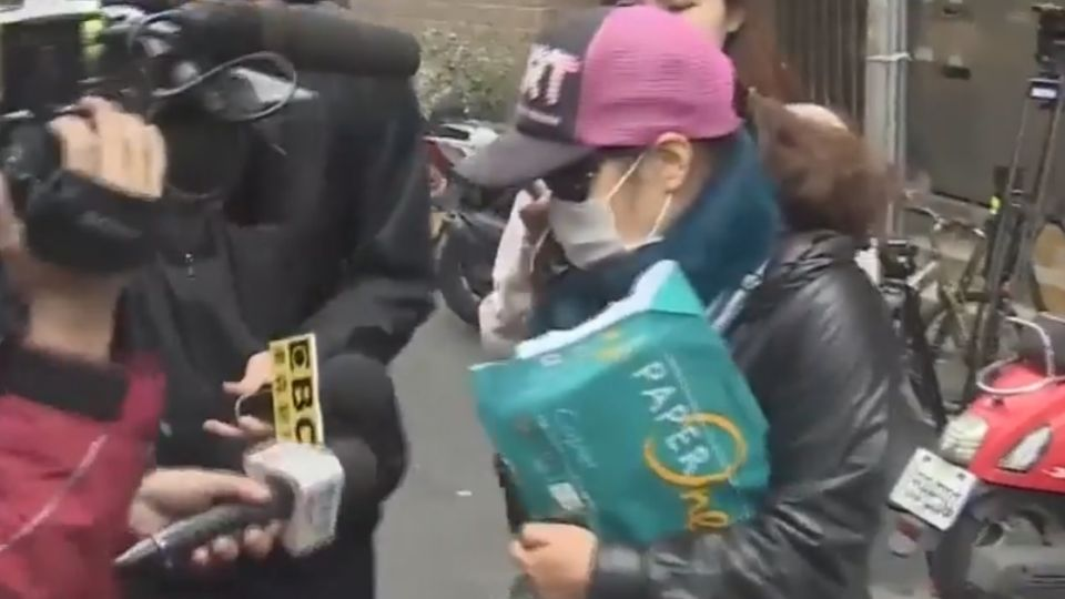 獲釋!母女相擁哭 奔走救女供電眼證「不在場」
