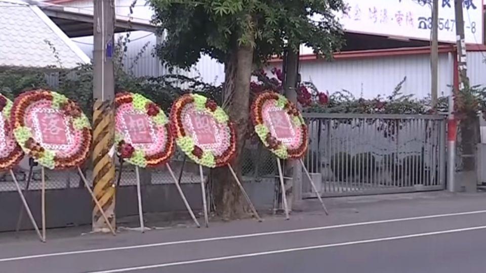 慶「抓酒駕第一名」 疑不滿取締擺花圈諷警