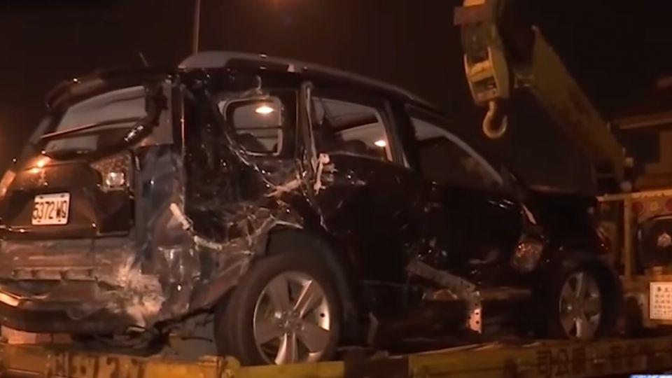 國道擦撞護欄又遭2車追撞 駕駛拋飛亡