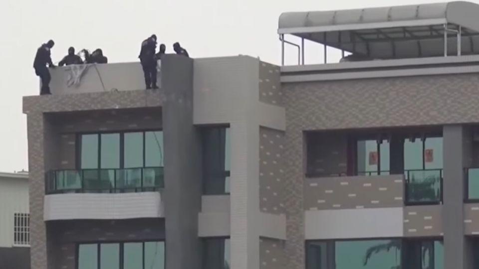 警破獲詐騙集團 四樓垂降攻堅破門逮人