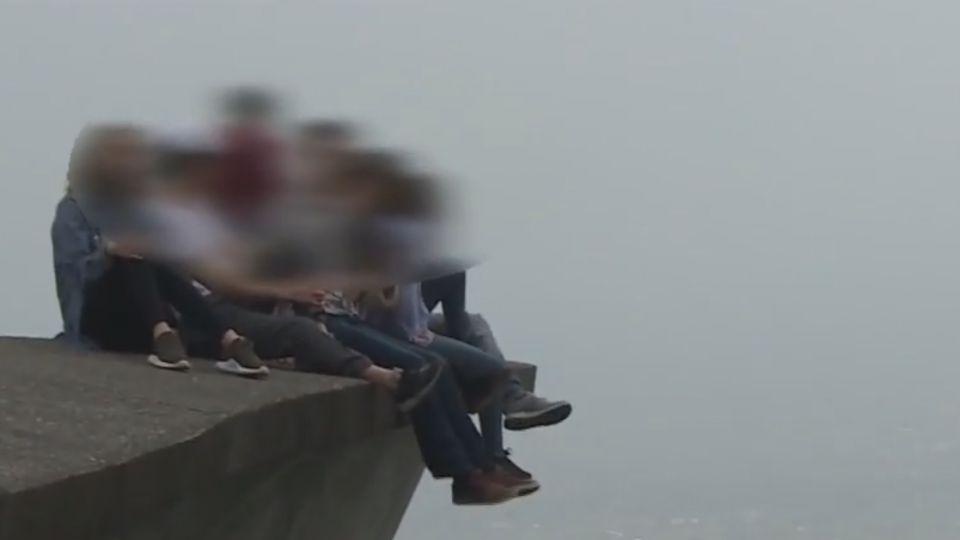新打卡景點鷹石尖2.0 「渭水之丘」圍欄禁攀爬
