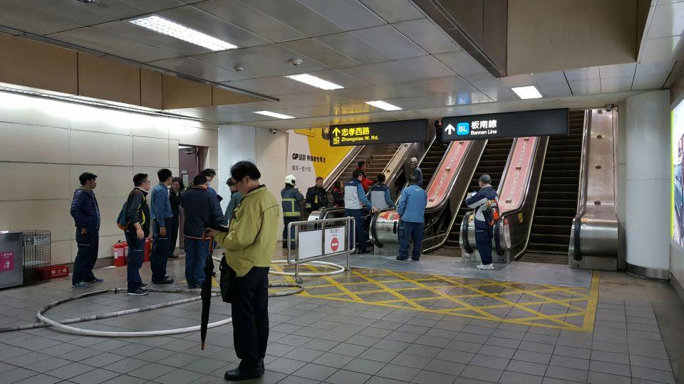 出口冒煙、焊接味!北捷台北車站一度過站不停