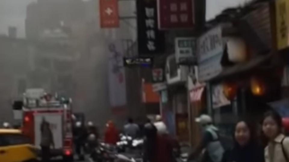 救火啊!通化夜市燒烤店冒大火濃煙四竄
