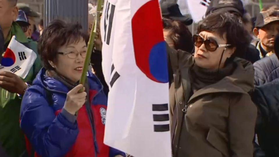 朴槿惠三成洞住宅 媒體、警力、支持者進駐