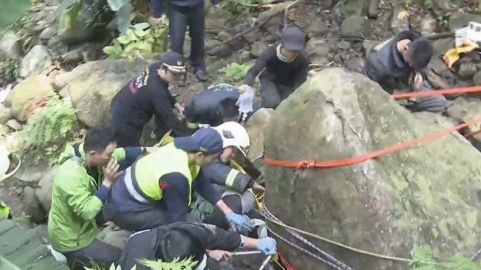 兩噸重巨石掉落 重壓登山客左小腿