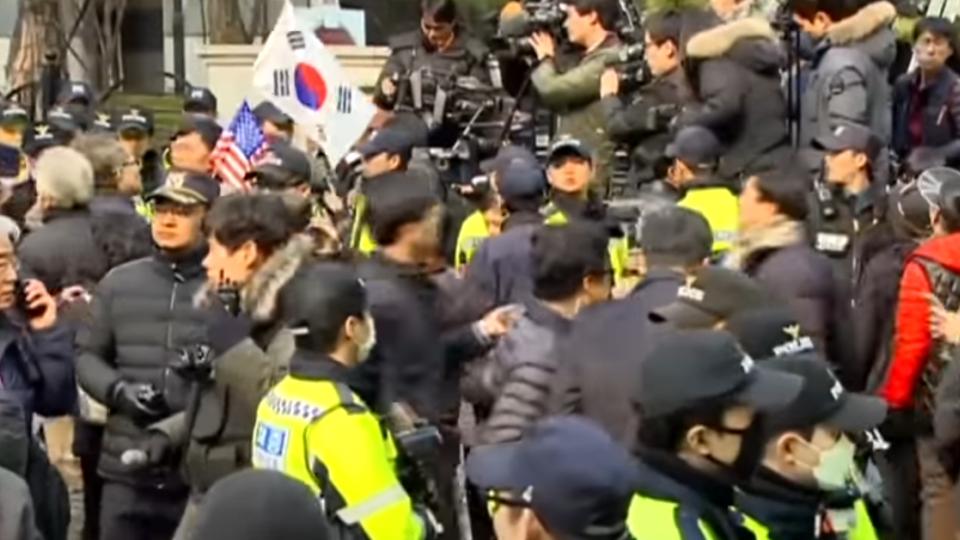 神隱三天 朴槿惠離青瓦台返回首爾私宅