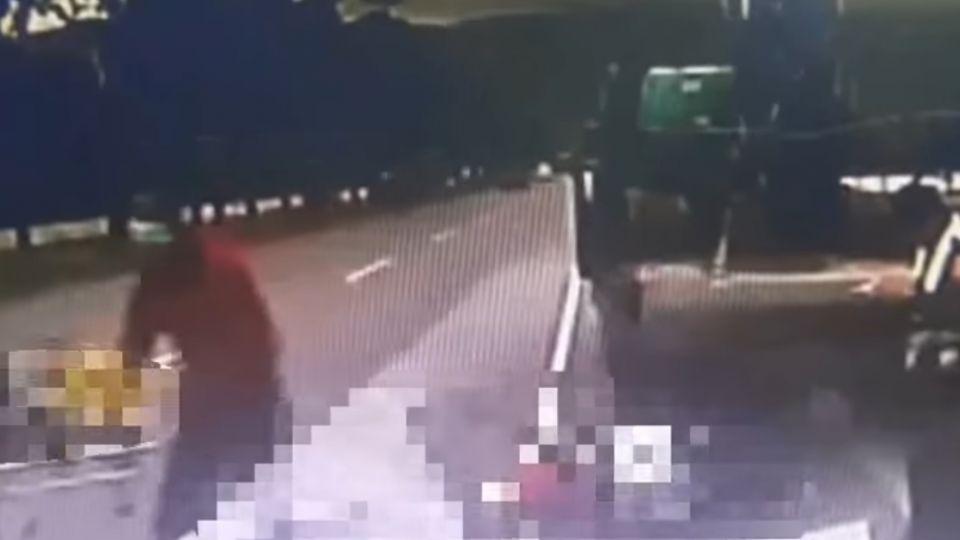 姊弟載外甥女追撞大卡車! 女童頭破裂 2死1傷