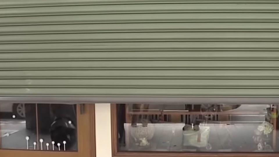 住在排隊美食店旁邊 家鐵門遭撞直呼「好倒楣」