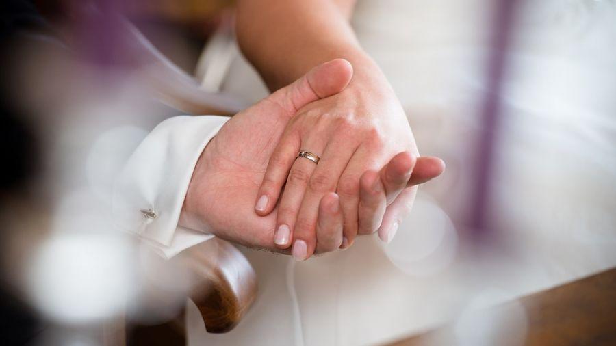 愛假的!洞房夜新娘自爆「愛女生」 新郎崩潰提告討結婚費