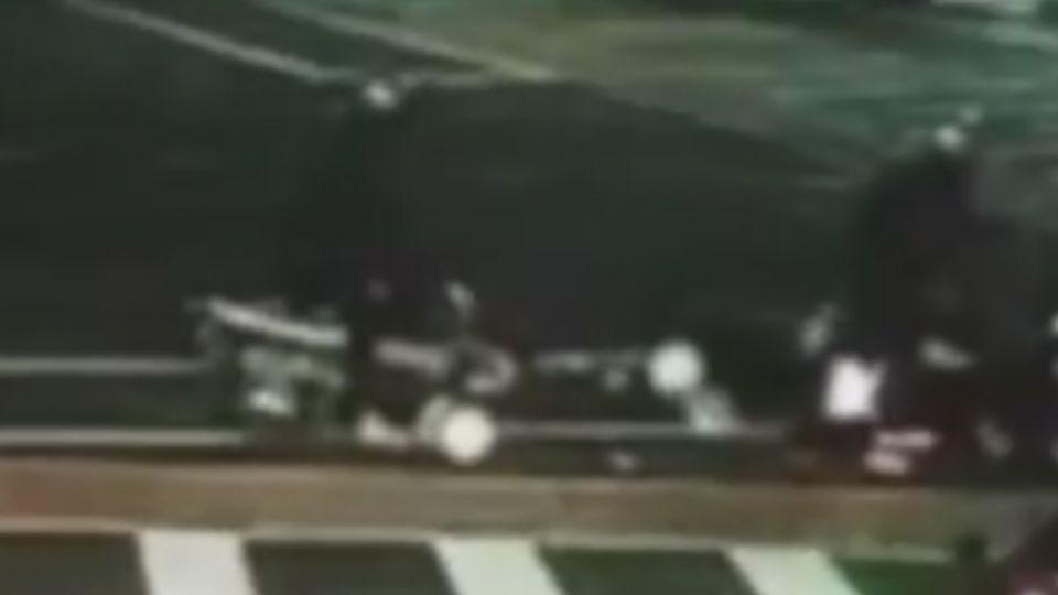 A柱遮視線? 休旅車轉彎衝待轉區 5機車遭撞
