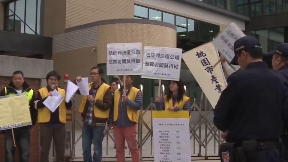 反對兒與女醫生交往 父母到醫院舉牌抗議
