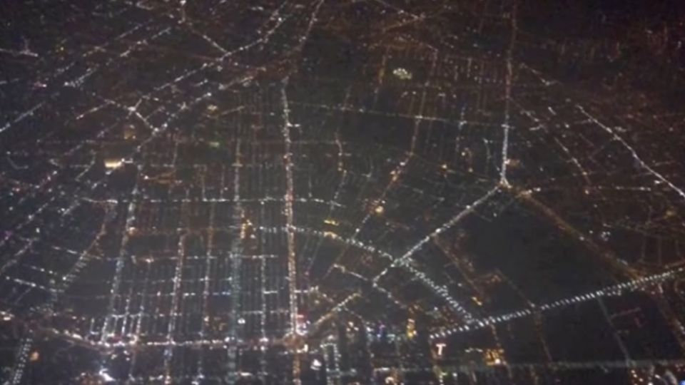 棋盤式道路夜景空拍 網友一眼認出高雄市