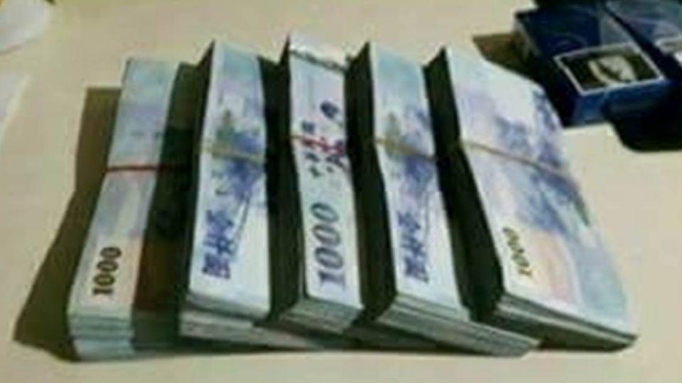 分手10年前男友傳「千元鈔磚」開嗆 她淡定回答被網友讚爆
