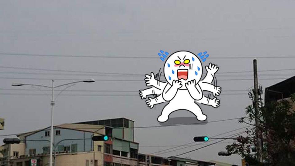 高空的勇者!台電人員這樣修電纜 網友嚇到嫑嫑的