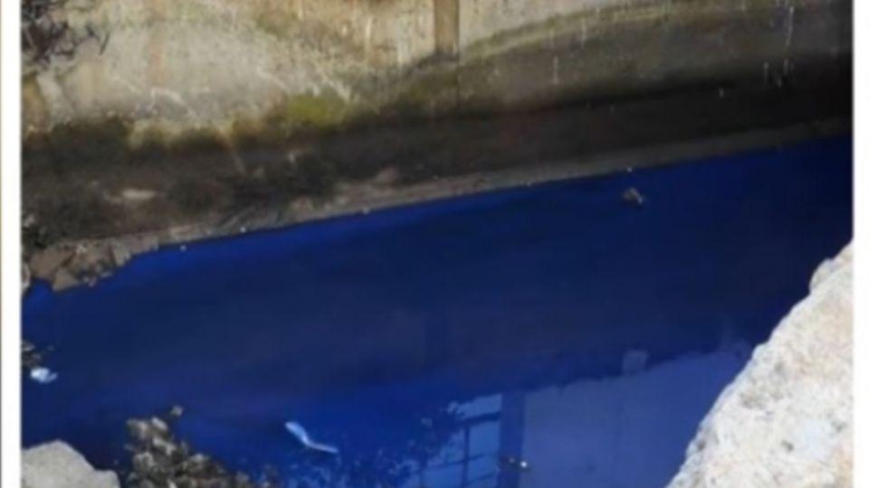 水溝遭倒汙水呈藍色 網友諷:台灣也有藍色多惱河