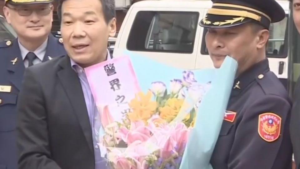 民送花挺警「嚴正執法」 邱太三、邱豐光挺:無違失