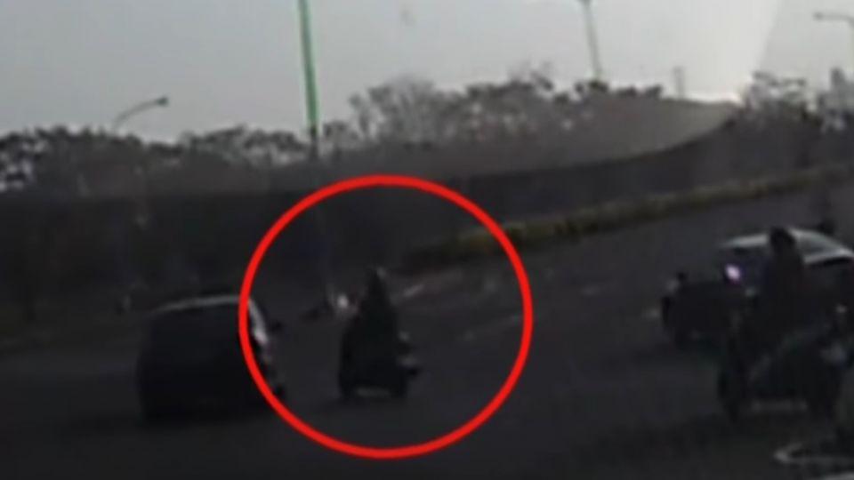 轎車違規左轉撞翻女大生 幸手腳擦傷無大礙