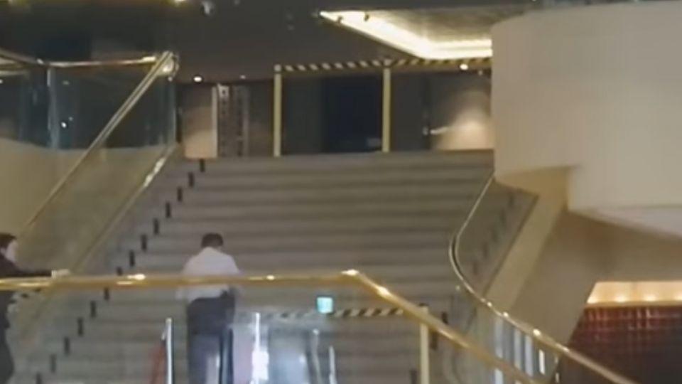 都在晶華摔! 樓梯超過3m違規 建管處要求封梯