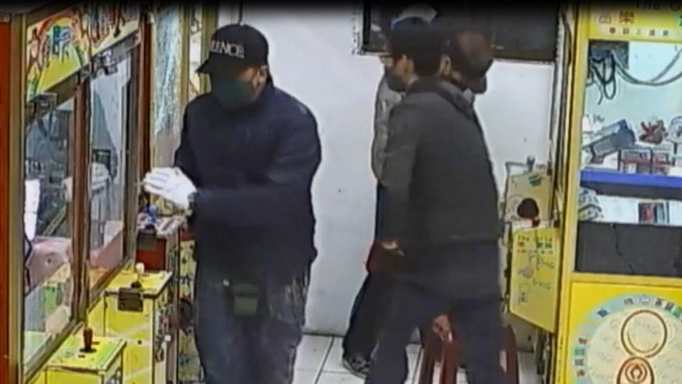 破壞夾娃娃機台 三竊賊快手偷取高單價商品