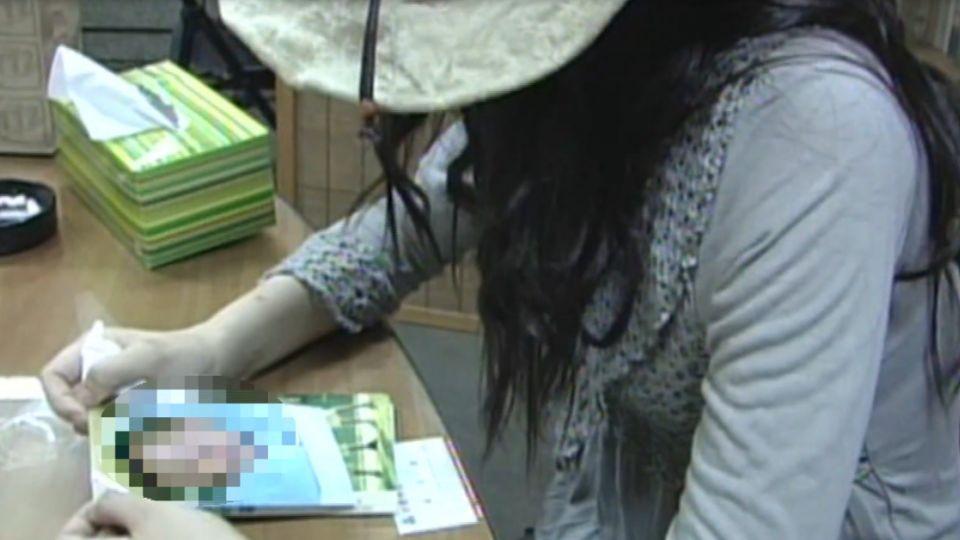 「遭控假空姐」許姓女 07年哽咽控馬國小開搶小孩