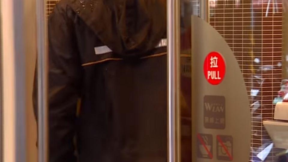 偷髮廊遭逮騙「平板掉公車」 2天後笨賊平板開直播