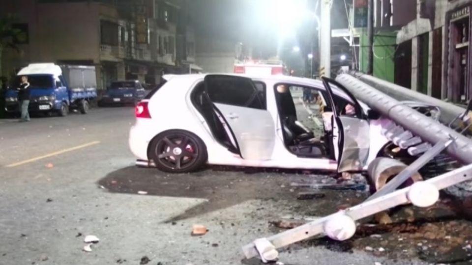 兩車酒駕高速尬車 釀撞還波及路邊2車