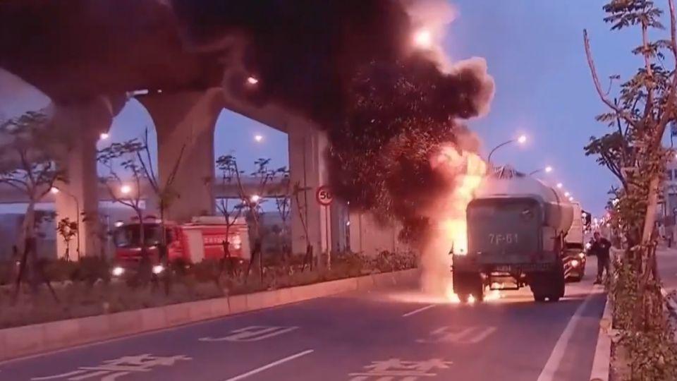 獨家》驚險!槽車爆胎釀火燒  液化氮受熱險爆炸