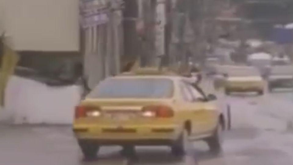 打雙黃燈倒車一公里 民眾目擊轟:太扯好危險