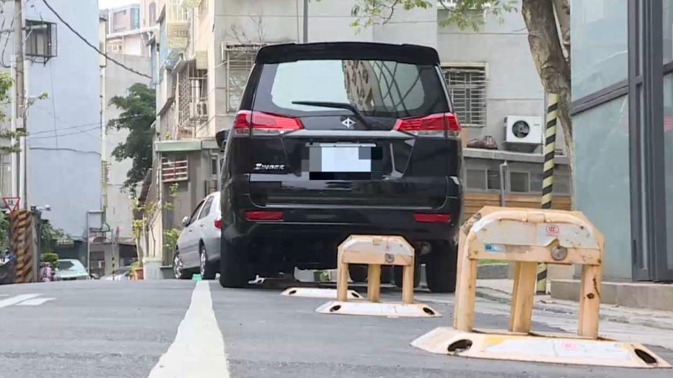 私人地放停車鎖害摔傷 附近居民:不敢走那裡