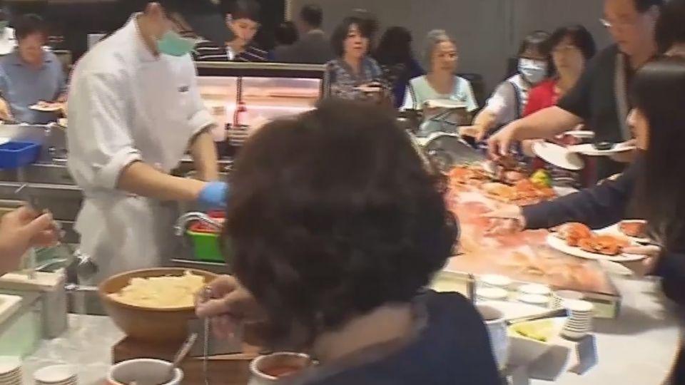 高檔自助餐預約制 每時段僅留20位子給現場候補用