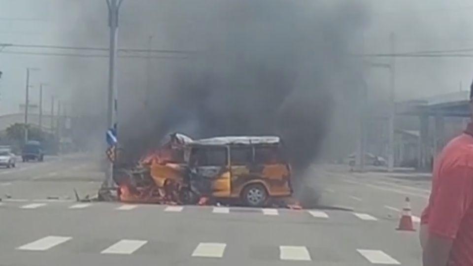 驚悚! 園藝工人自撞燈桿 人受困遭燒死車內