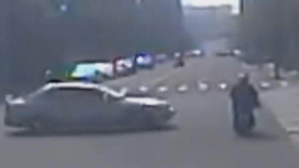 女駕駛闖紅燈撞飛婦!? 警:監視器沒拍到無法開單