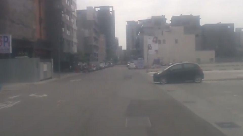 逢甲商圈逾30個停車場 收費不一搶客兇