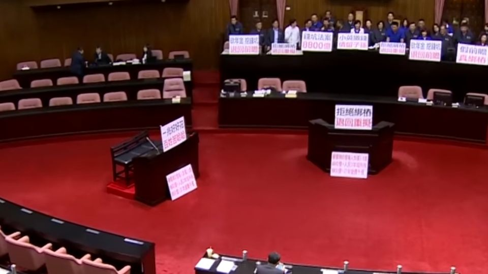 藍昨打架今占主席台 民進黨無奈協商