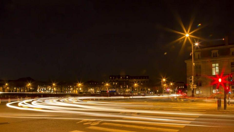 還在闖黃燈?紅燈亮就失去路權  小心貪快惹麻煩!