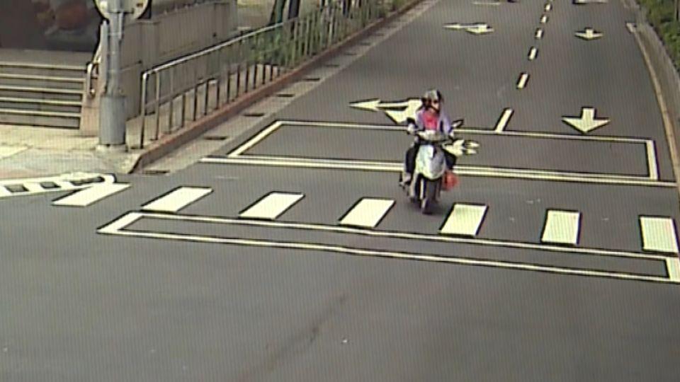 突換車道遭女大生撞 6旬婦安全帽噴飛身亡