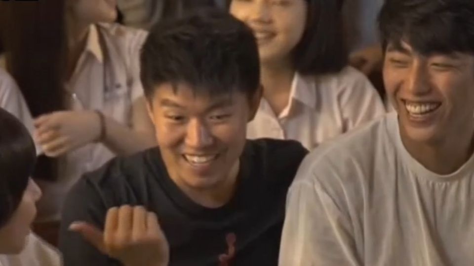 蔡凡熙「通靈」阿樂暴紅  劇中手機被打到爆