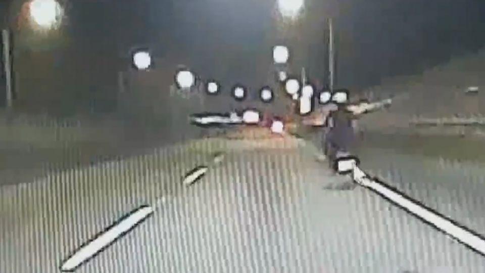 3機車遮車牌無照違規上國5 進雪隧自摔2傷