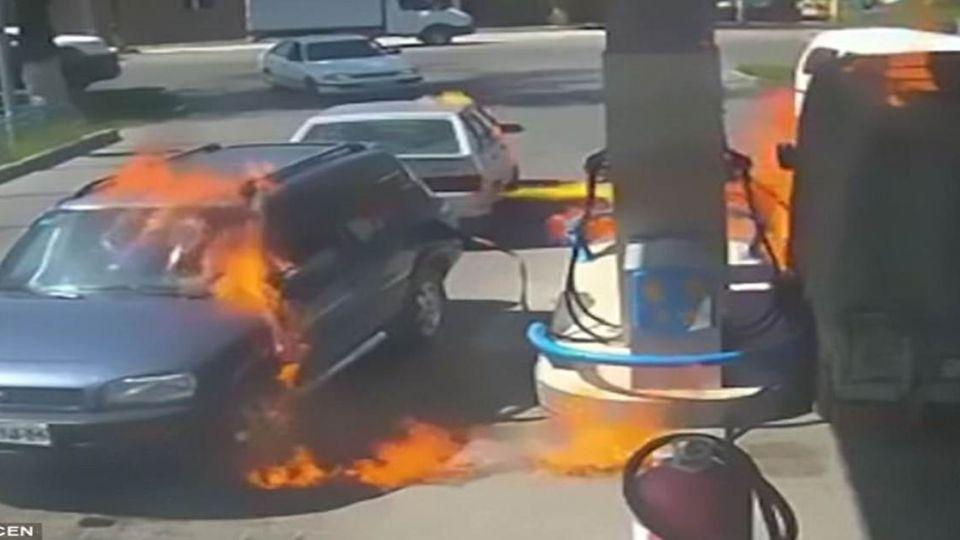 傻眼…用打火機照明看油滿沒 男險燒了加油站